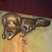 Антикварная чернильница в виде бронзовых собак на подставке