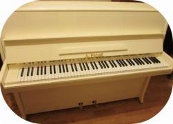 купить пианино в Киеве, красивый акустический инструмент